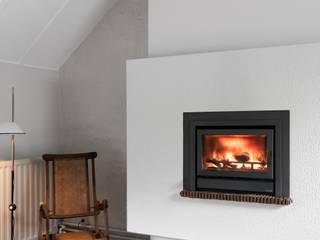 Saive Farmhouse - Living Room: Salas de estar  por Lola Cwikowski Interior Design Studio