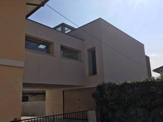 Maisons mitoyennes de style  par Architetti Baggio