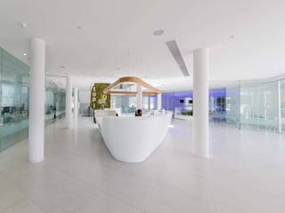 KRION K-LIFE chez Ortoplus, bien plus qu ´un laboratoire d´orthodontie par KRION® Porcelanosa Solid Surface Moderne