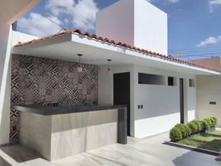 Patios & Decks by 2PUNTO74, Modern