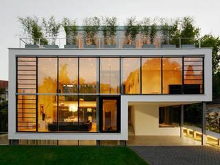 Fachada por Esquadrize - Soluções em Alumínio e Vidros Moderno
