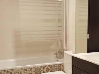 Reforma de baño en L'hospitalet Baños de estilo clásico de Reformas Vicort Clásico