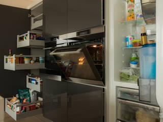 Marble Simplicity:   por Moderestilo - Cozinhas e equipamentos Lda,Moderno