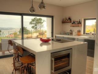 Marble Simplicity: Cozinha  por Moderestilo - Cozinhas e equipamentos Lda