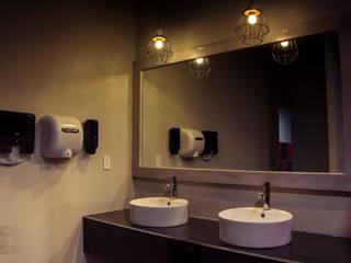 Baños: Gimnasios de estilo  por Ismos Arquitectos