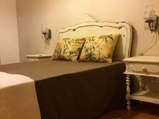cabeceira de camada e mesas de apoio:   por Inês Florindo Lopes
