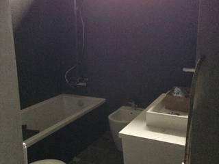 linhas modernas: Casas de banho  por Inês Florindo Lopes