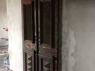 Porta antiga:   por Inês Florindo Lopes