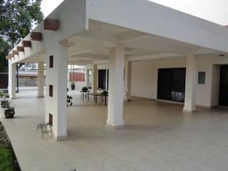 Espacios de esparcimiento Balcones y terrazas modernos de Proyectos y Construcciones ROHCarq, S.A.S. de C.V. Moderno