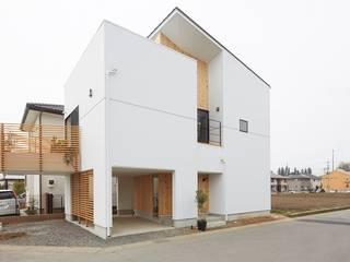 斜の家: 建築設計事務所RENGEが手掛けた木造住宅です。