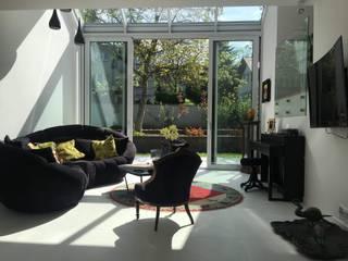Dom Wola Justowska : styl , w kategorii Salon zaprojektowany przez ANNA KOSMALA