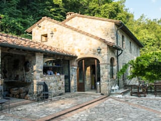 Villino in Via Chiantigiana interna Loc Callai: Giardino in stile in stile Classico di Studio Bennardi - Architettura & Design
