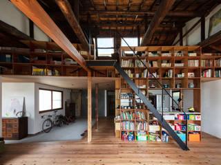 神戸大倉山の家: エイチ・アンド一級建築士事務所 H& Architects & Associatesが手掛けたリビングです。