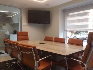 Oficina : Oficinas y Comercios de estilo  por Kaa Interior | Arquitectura de Interior | Santiago,