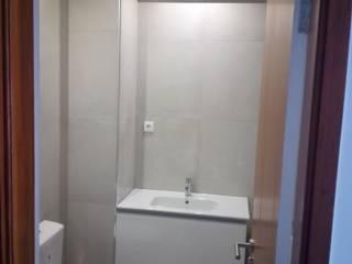 Instalação Sanitária: Casas de banho  por João Oliveira, arquitecto