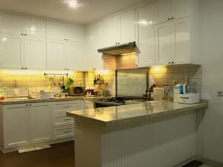 Kitchen American Classic:   by Urbano Livings