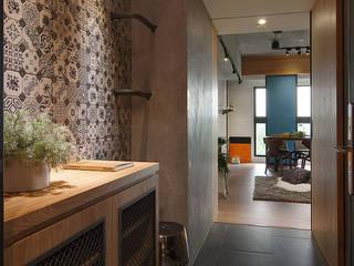 拼貼旅居 御見設計企業有限公司 工業風的玄關、走廊與階梯