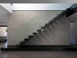 Scale in stile  di Mano de santo - Equipo de Arquitectura