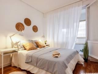 La casa de Joseba: Proyecto de home staging en Bakio: Dormitorios de estilo  de Home Staging Bizkaia