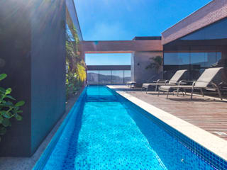 Modern pool by ZAAV Arquitetura Modern
