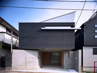 宙空のコートハウス: 西島正樹/プライム一級建築士事務所 が手掛けた一戸建て住宅です。
