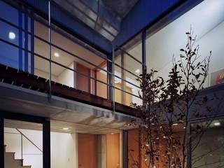 宙空のコートハウス: 西島正樹/プライム一級建築士事務所 が手掛けたロックガーデンです。