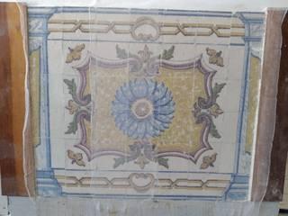Valorização de painéis azulejares Salas de estar ecléticas por Inês Florindo Lopes Eclético