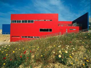 Lar da Terceira Idade Hospitais modernos por Nuno Ladeiro, Arquitetura e Design Moderno