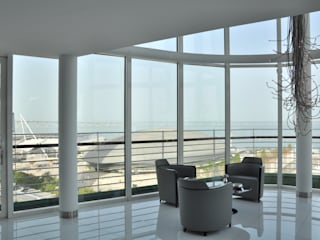 Apartamento na Torre de São Gabriel , Parque das Nações: Salas de estar modernas por Nuno Ladeiro, Arquitetura e Design