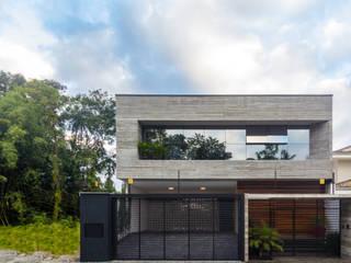 モダンな 家 の ZAAV Arquitetura モダン