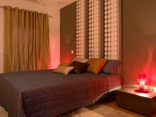 quarto de casal: Quartos modernos por Nuno Ladeiro, Arquitetura e Design