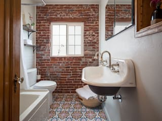 Eclectic style bathrooms by Laura Medicus Interiors Eclectic