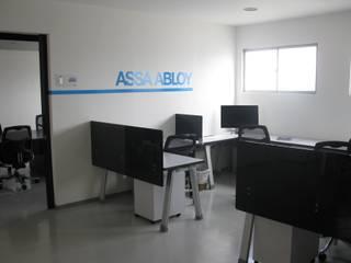 Diseño y construcción oficinas de Assa Abloy de Corte Verde SAS Moderno