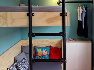 Stoere meidenkamer:  Kinderkamer door studioMERZ