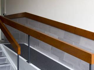 Modern Corridor, Hallway and Staircase by studioMERZ Modern