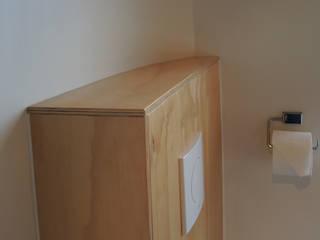 Multiplex toiletombouw:  Badkamer door studioMERZ