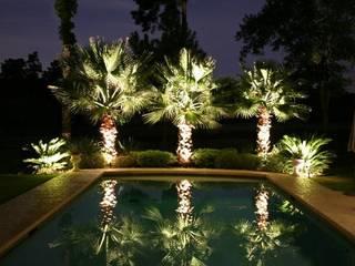 Iluminacion exterior Jardines: Jardines de estilo  de Cenflor Iluminacion Lamparas Valencia Leds