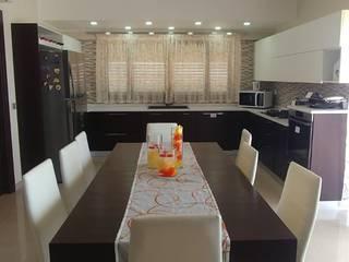 Cucina Moderna di PERCORSOARREDO Moderno Legno composito Trasparente