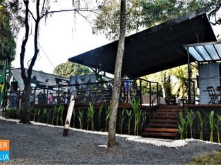 de estilo industrial por Casa Container Marilia - Barros Assuane Arquitetura, Industrial