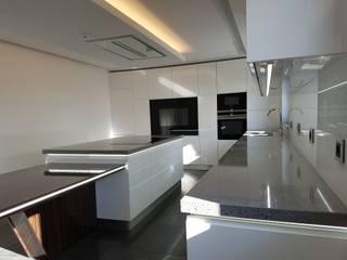 Paulo Cardoso - Móveis por Medida, Lda. Kitchen units MDF White
