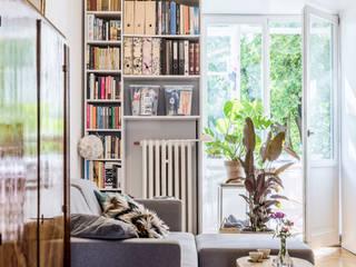Biel i polskie art-deco: styl , w kategorii Salon zaprojektowany przez Marmur Studio