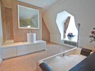 Cleopatra WellPool bubbelbad in Hotel Efteling: klasieke Badkamer door Cleopatra BV