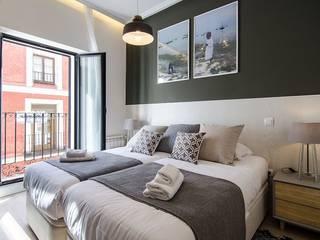 Reforma integral de la vivienda de Nadav Dormitorios de estilo moderno de Rez estudio Moderno