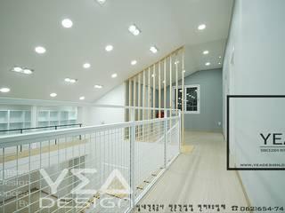 Pasillos, vestíbulos y escaleras de estilo moderno de 예아디자인 [주]디자인그룹예아 Moderno
