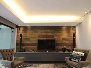Modern Living Room by ONÇA ARQUITETURA Modern