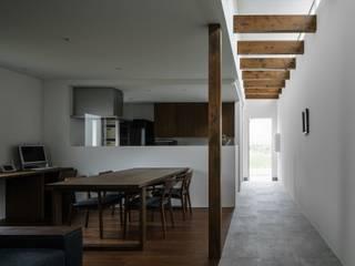 ishibehigashi house: ALTS DESIGN OFFICEが手掛けた廊下 & 玄関です。
