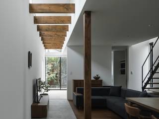 ishibehigashi house: ALTS DESIGN OFFICEが手掛けたリビングです。