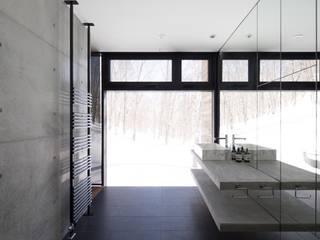 TAKI: ヒココニシアーキテクチュア株式会社が手掛けた浴室です。