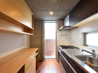 現代廚房設計點子、靈感&圖片 根據 プラソ建築設計事務所 現代風