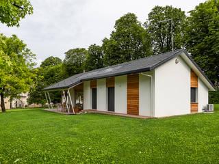 Piccoli grandi spazi abitativi Case classiche di Woodbau Srl Classico